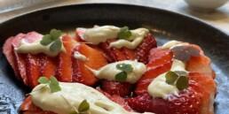 Kolsyrade jordgubbar med ädelost